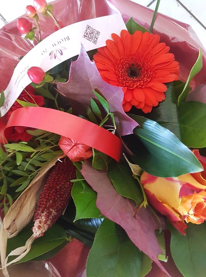 Huldiging & bloemetje jubilerende wandelaars